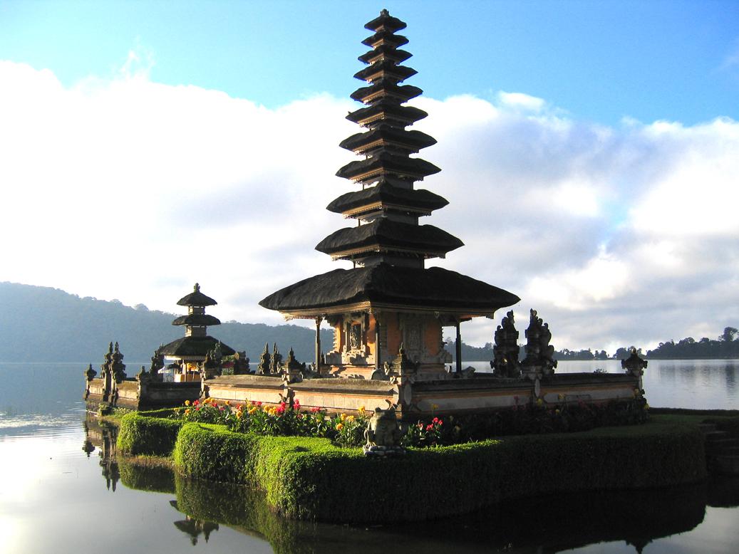 lake temple Ulun Danu Bali
