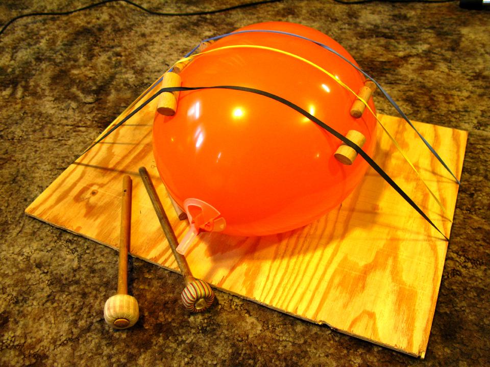 Balloon harp - Balloon Music
